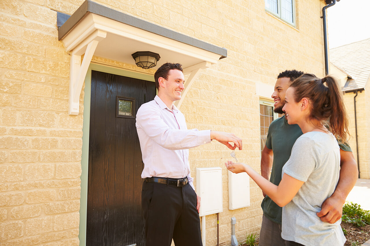 working with a real estate agent offers many advantages